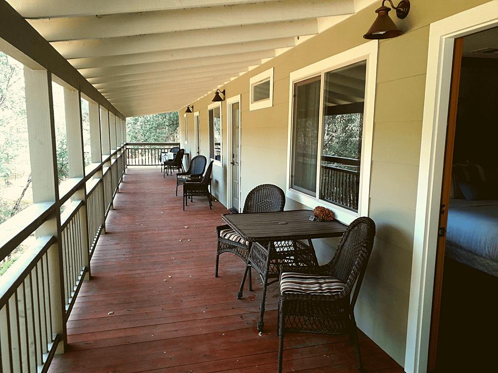 Hotel Sierra Sky Ranch Mariposa Grove veranda