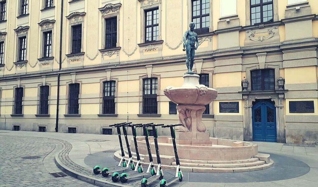 Standbeeld bij universiteit Wroclaw