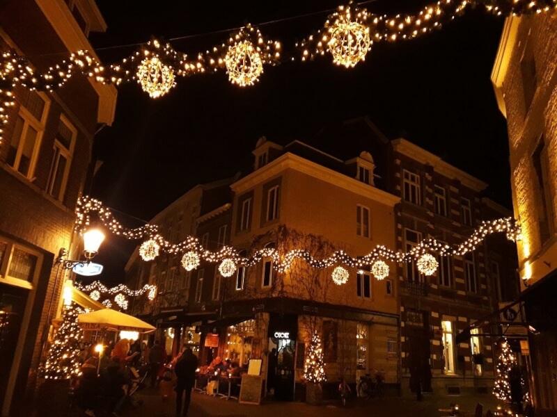 Straatjes bij het OLV-plein Magische Lichtroute Maastricht