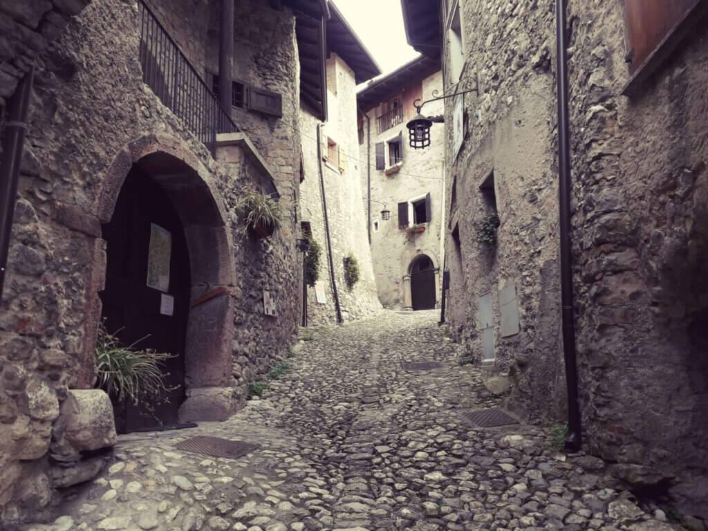 Straatje Canale di Tenno nabij Riva