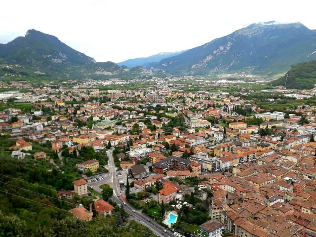 Uitzicht over Riva en Tenno