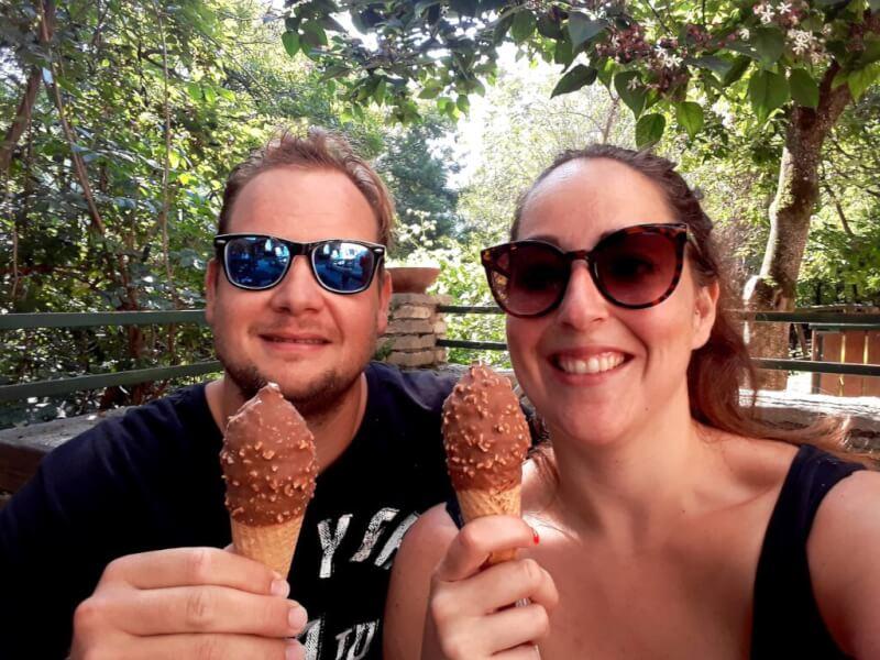 ijsje eten parco delle Cascate di Molina